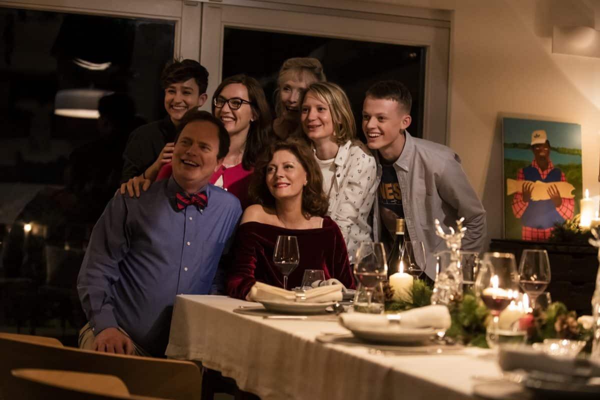 Das Familienfoto (v.l.n.r. Bex Taylor-Klaus, Rainn Wilson, Kate Winslet, Susan Sarandon, Lindsay Duncan, Mia Wasikowska, Mia Wasikowska, Anson Boon)