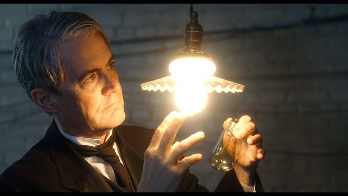 Thomas Edison (Kyle MacLachlan)