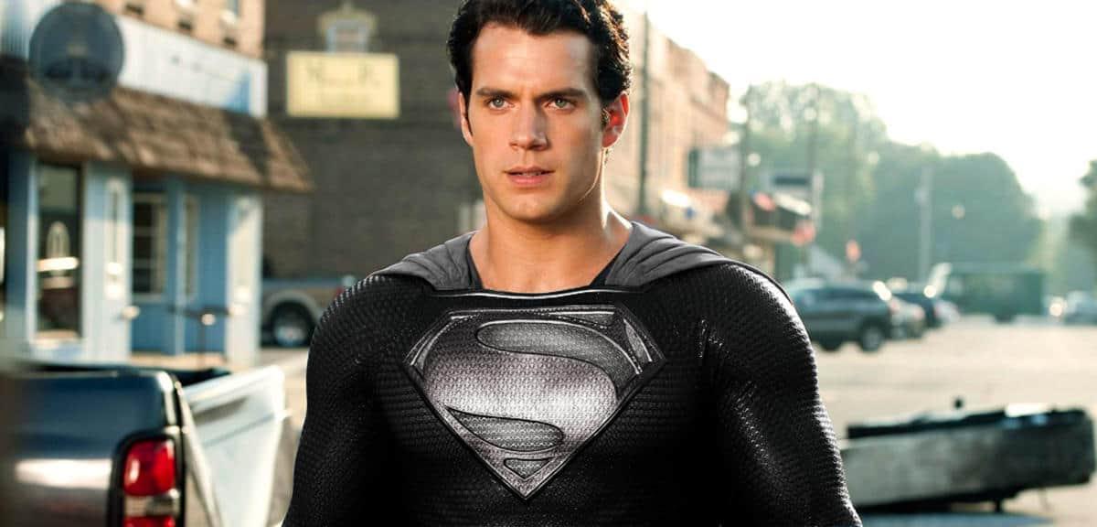 Superman im Black Suit
