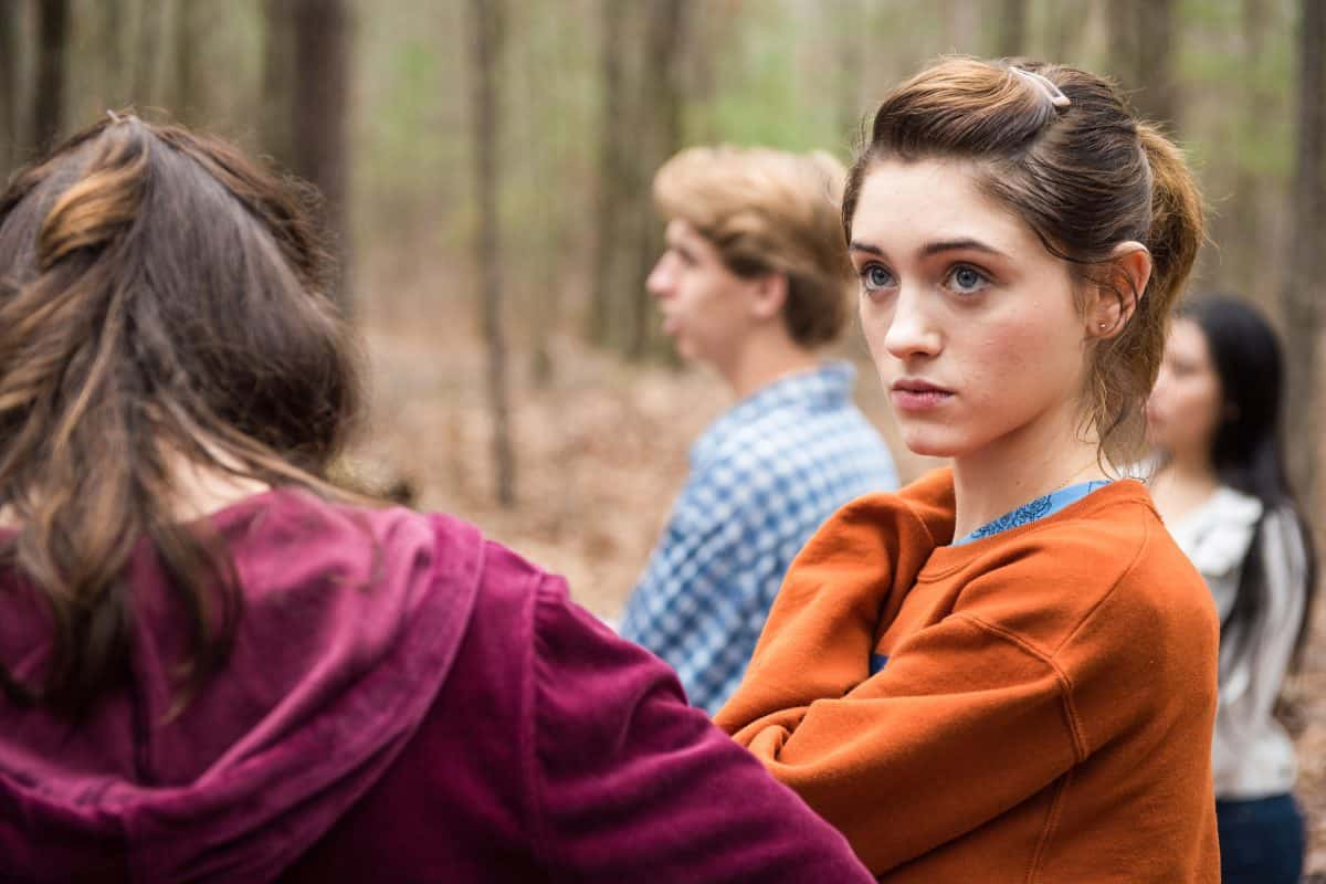 Alice (Natalia Dyer) hat nur Augen für Chris