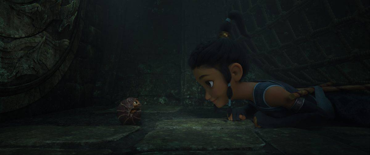 Raya und ihr bester Freund, Tuk Tuk, haben sich schon immer für Abenteuer zusammengetan. Als sie erwachsen sind und ihre Welt bedroht wird, reisen sie gemeinsam durch die Länder von Kumandra, um den legendären letzten Drachen zu finden und das Königreich zu retten.
