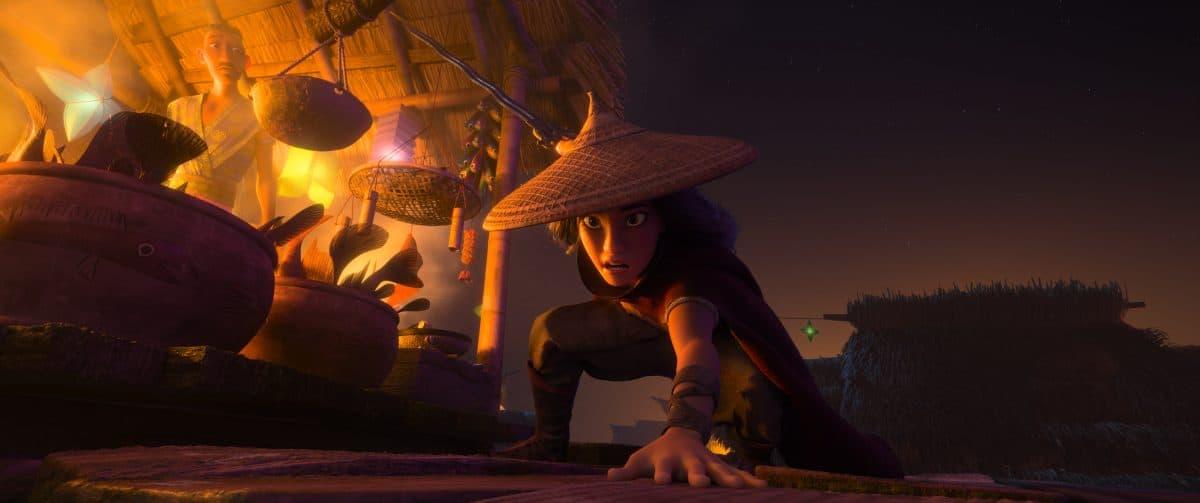 Raya, eine einsame Kriegerin, deren Geist so scharf ist wie ihre Klinge, muss den legendären letzten Drachen aufspüren, um ihr zerrissenes Land und sein gespaltenes Volk wiederherzustellen.