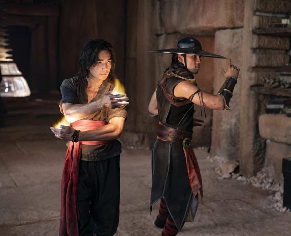 (L-r) LUDI LIN als Liu Kang and MAX HUANG als Kung Lao in Mortal Kombat