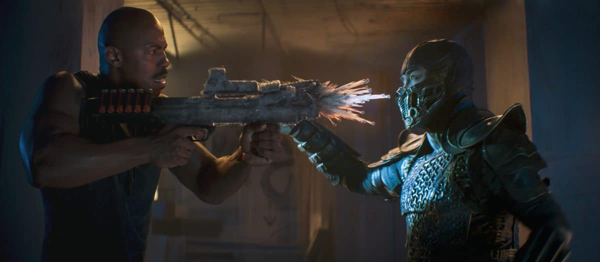 """L-r) MEHCAD BROOKS als Major Jackson """"Jax"""" Briggs und JOE TASLIM als Sub-Zero/Bi-Han in Mortal Kombat"""