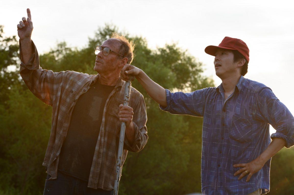 (v.l.n.r) Paul (Will Patton) und sein Nachbar Jacob (Steven Yeun)