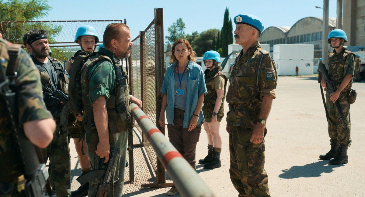 Die Machtlosigkeit des UN-Kommandos offenbart sich in den Verhandlungen mit Soldaten des serbischen Einheit © farbfilm verleih