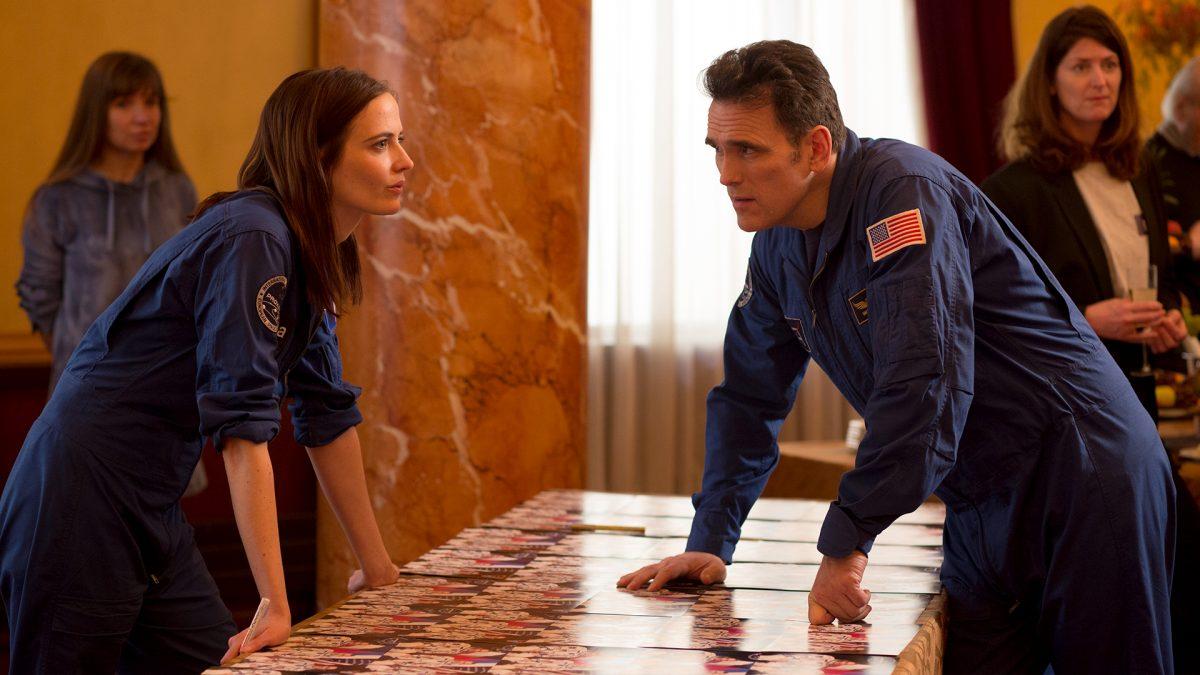 Auf einem anderen Stern: Sarah (Eva Green) hat gelernt, dem Mansplaining ihres männlichen Crew-Kollegen Mike (Matt Dillon) etwas entgegenzusetzen.