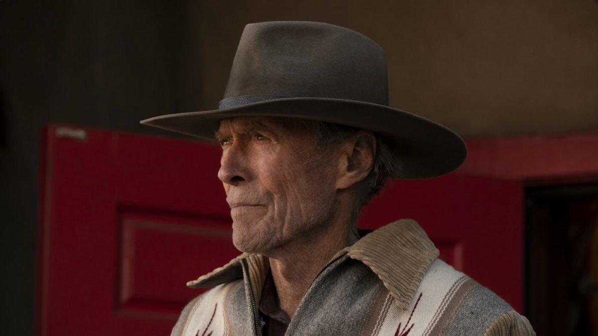 Clint Eastwood mit nachdenklicher Miene und einem Cowboyhut